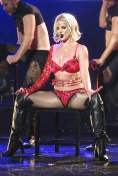 Сексуальная Бритни Спирс в эротическом белье раздвинула ножки на сцене, 25.10.2015