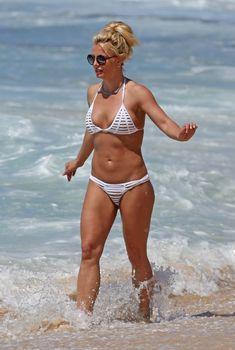 Сексапильная Бритни Спирс в красивом бикини на Гавайях, 11.04.2017