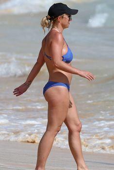 Прелестная Бритни Спирс в сексуальном бикини на Гавайях, 26.03.2015