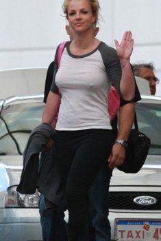 Соски Бритни Спирс просвечиваются сквозь кофточку, 2009