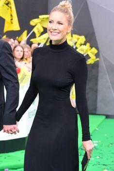 Сексуальная Елена Летучая засветила соски на «МУЗ-ТВ», 2017