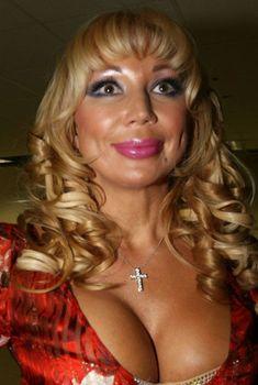 Огромные сиськи Маши Распутиной в сексуальном наряде