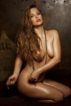 Обнажённая Аглая Шиловская снялась в горячей фотосессии для журнала MAXIM, Январь 2013