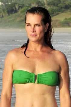 Привлекательная Брук Шилдс в купальнике отдыхает в Мексике, 2015