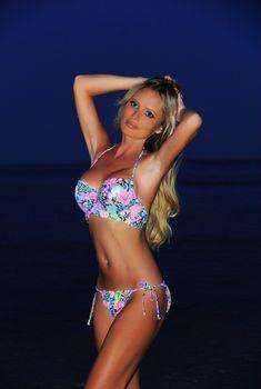 Красотка Дана Борисова в бикини на берегах Египта, 2014