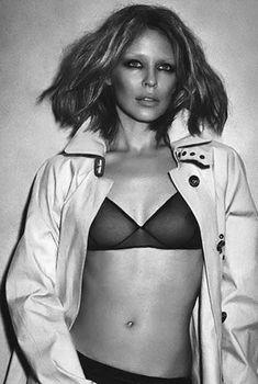Эротичная Кайли Миноуг показала голую грудь в прозрачном белье в Instagram, 2014
