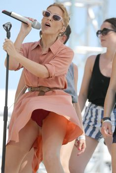 Горячая Кайли Миноуг засветила трусики в Каннах, 20.05.2014