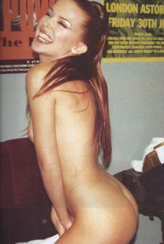 Полностью обнажённая Кайли Миноуг в книге Kylie/Fashion, 1999