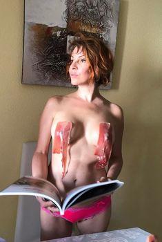 Сочный бекон на голой груди Натальи Штурм в Испании, 2017