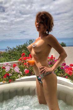 Сексуальная Наталья Штурм оголила грудь в Болгарии, 2017