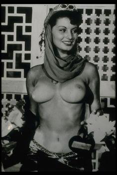 Возбуждающая грудь Софи Лорен в фильме Quo Vadis, 1951