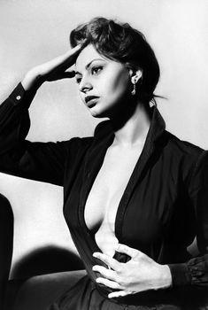 Сексуальная Софи Лорен с открытым декольте на старых фото, 1950