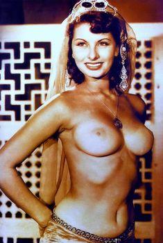 Шикарная голая грудь Софи Лорен на старых фото