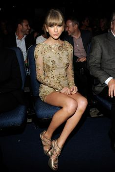 Симпатичная Тейлор Свифт в возбуждающем наряде на American Music Awards, 2012