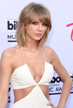 Сексуальное декольте Тейлор Свифт на Billboard Music Awards, 17.05.2015