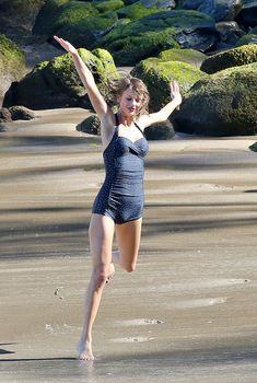 Тейлор Свифт в сексуальном купальнике на Гавайях, 21.01.2015