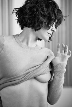 Эротическая фотосессия Эванджелин Лилли для Esquire, 2015
