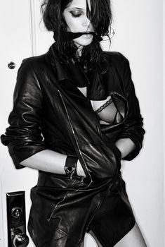 Прозрачный лифчик Эшли Грин на горячей фотосессии для журнала Interview, 2010