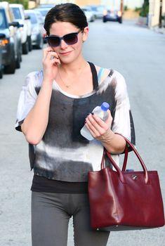 Фигуристая Эшли Грин с влажной зоной бикини в Лос-Анджелесе, 2013