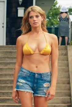 Соблазнительная Эшли Грин в бикини на кадрах из фильма «Лето на Статен-Айленд», 2015