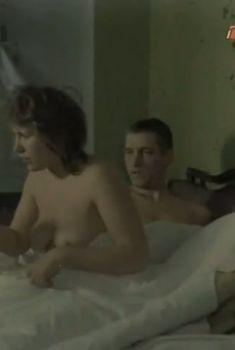 Полностью обнажённая Ирина Бякова в фильме «...И вся любовь», 1989