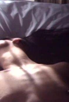 Голые сиськи Екатерины Стриженовой в фильме «Ангелы смерти», 1993