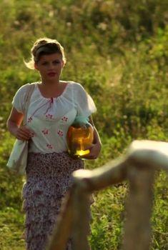 Сексуальная Анна Шерлинг в прозрачном наряде в сериале «Бабий бунт, или Война в Новоселково», 2015
