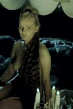 Александра Колкунова оголила грудь и попу в фильме «Бейбарс», 1989