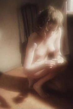 Красивая голая грудь Жанны Эппле в сериале «Белые одежды», 1992