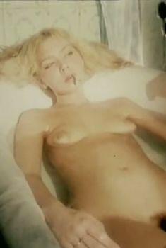 Полностью голая Александра Колкунова в фильме «Болотная street, или Средство против секса», 1991