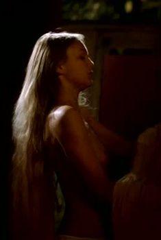 Елена Великанова показала голую грудь в фильме «Ванечка», 2007