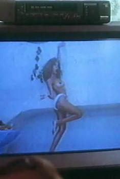 Страстная Ольга Дроздова оголила грудь в фильме «Веселенькая поездка», 1994