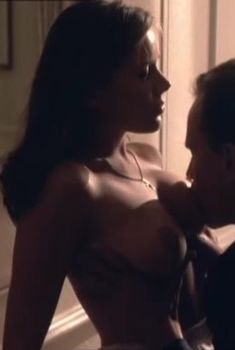 Голые сиськи Екатерины Редниковой в фильме «Виза на смерть», 2000