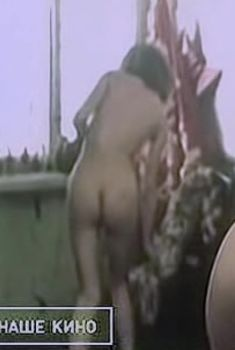Анжелика Неволина оголила грудь и попу в фильме «Виктория», 1987