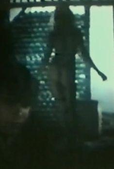 Голая попка Анны Тихоновой в фильме «Влюбленный манекен», 1991