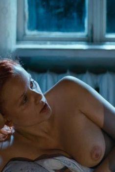 Голая грудь Яны Трояновой в фильме «Волчок», 2009