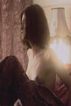 Голая грудь Анастасии Самарской в сериале «Время любить», 2002