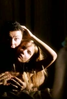 Игривая Татьяна Арнтгольц слегка засветила грудь в фильме «Глянец», 2007
