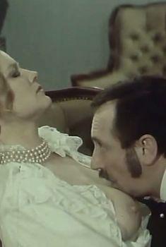 Наталья Егорова показала голую грудь в сериале «Грех», 1991