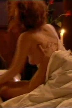 Сексуальная Амалия Мордвинова засветила грудь в сериале «Грехи отцов», 2004