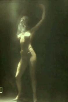Екатерина Семенова оголила грудь и попу в фильме «Грешница в маске», 1993