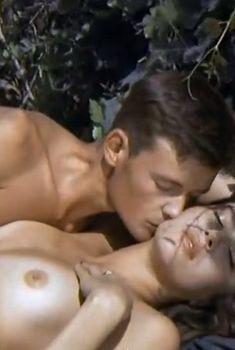 Полностью обнажённая Вера Сотникова в фильме «Гу-га», 1989
