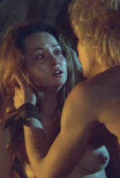 Ольга Кабо снялась голой в фильме «Две стрелы. Детектив каменного века», 1989