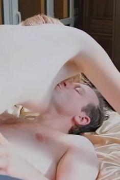 Елизавета Лотова показала голую грудь в сериале «Дело чести», 2013