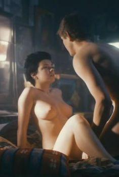 Красотка Анна Старшенбаум снялась полностью голой в фильме «Детям до 16...», 2010