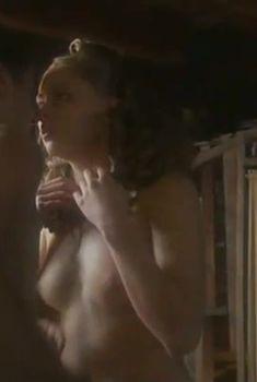 Виктория Романенко засветила грудь в фильме «Дом на набережной», 2007