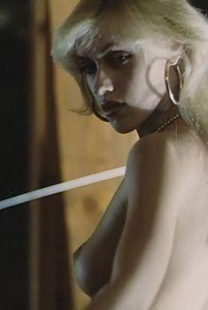 Екатерина Кмит засветила грудь в фильме «Дом свиданий», 1991