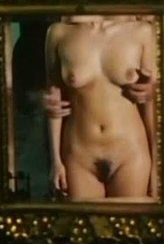 Полностью голая Ольга Дроздова в фильме «Дочери счастья», 1998