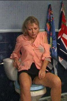 Марина Дюжева засветила трусики в сериале «Дружная семейка», 2003
