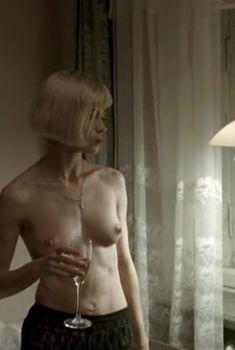 Клавдия Коршунова снялась голой в фильме «Евразиец», 2009